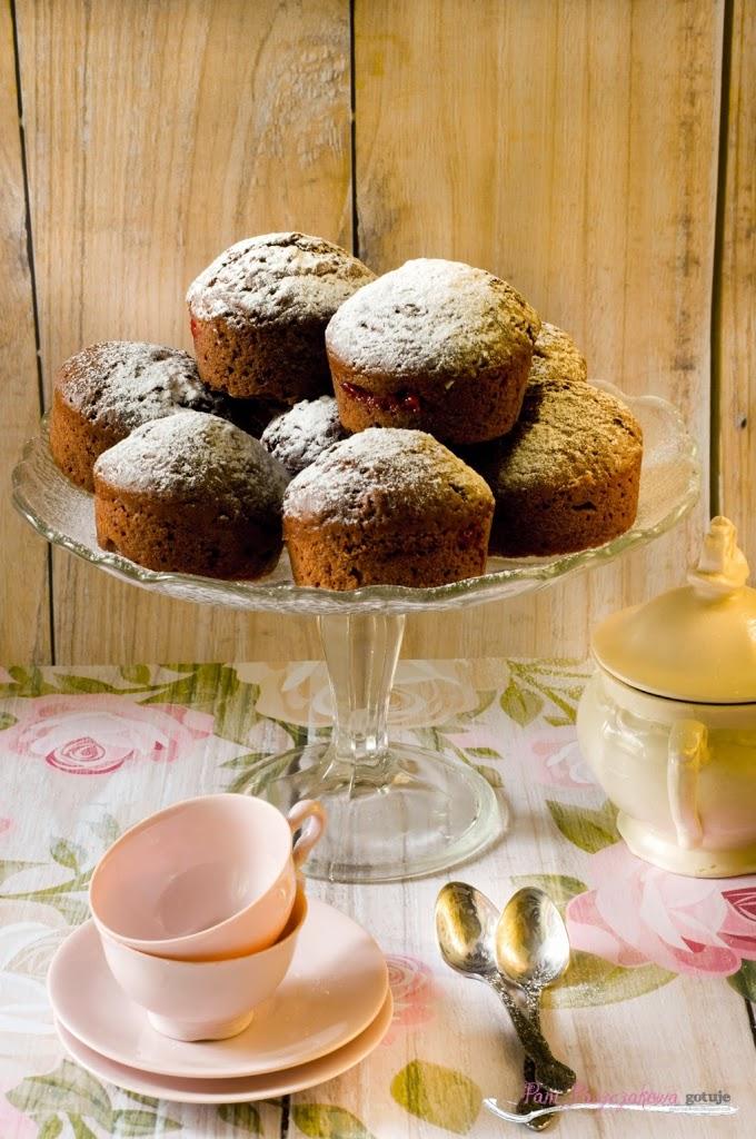 Muffinki czekoladowe z konfiturą malinową