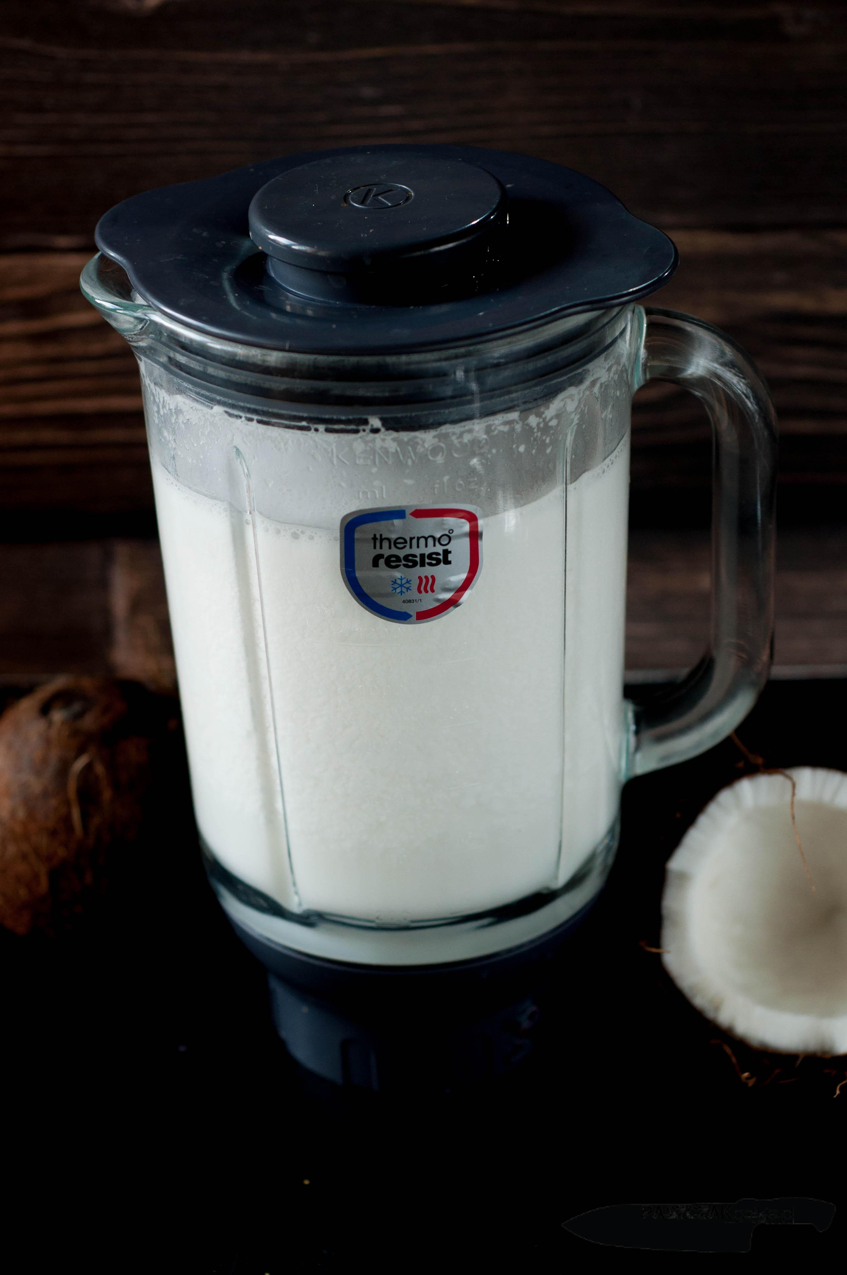 Domowe mleczko kokosowe z wiórków