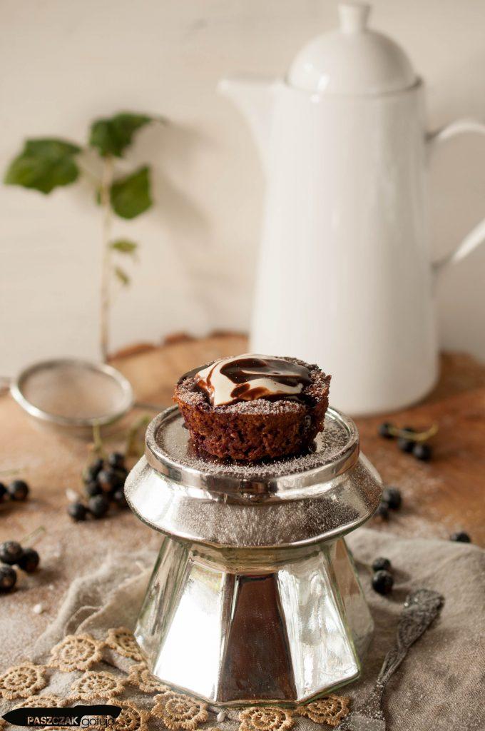 Muffinki z czarną porzeczką
